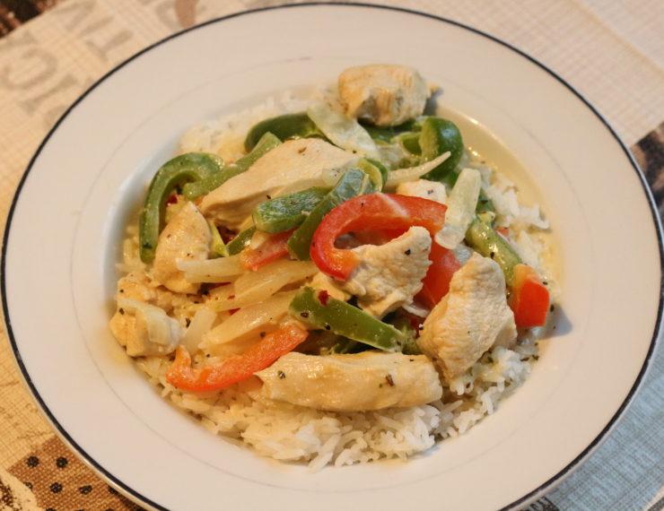 Putengeschnetzeltes mit Gemüse und Reis