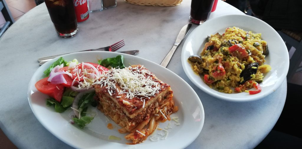 Pastitccio und Reis mit Gemüse Lotza