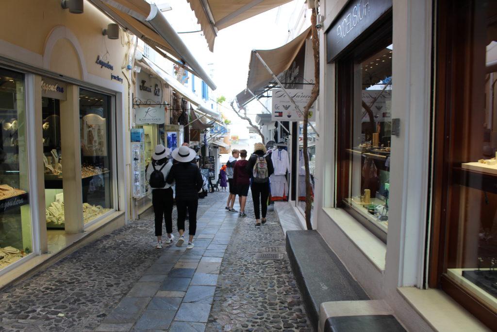 Shoppingstraße in Fira