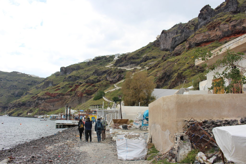 Aufstieg zum Dorf Thirasía