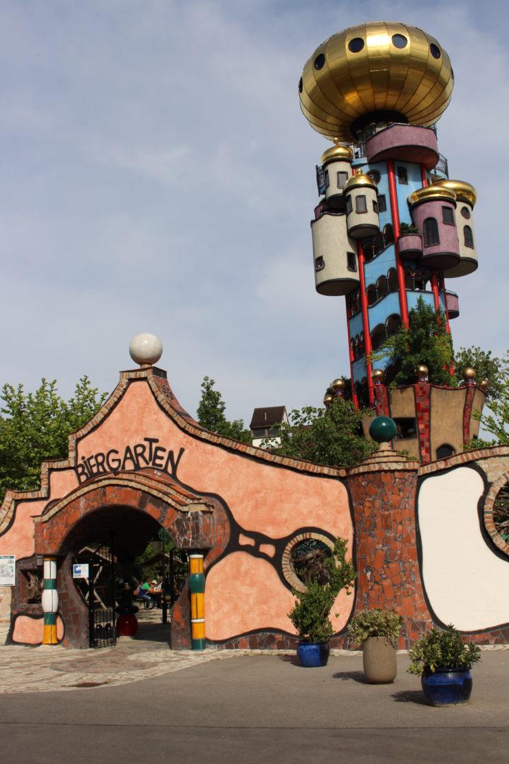 Biergarten und Kuchlbauer Turm