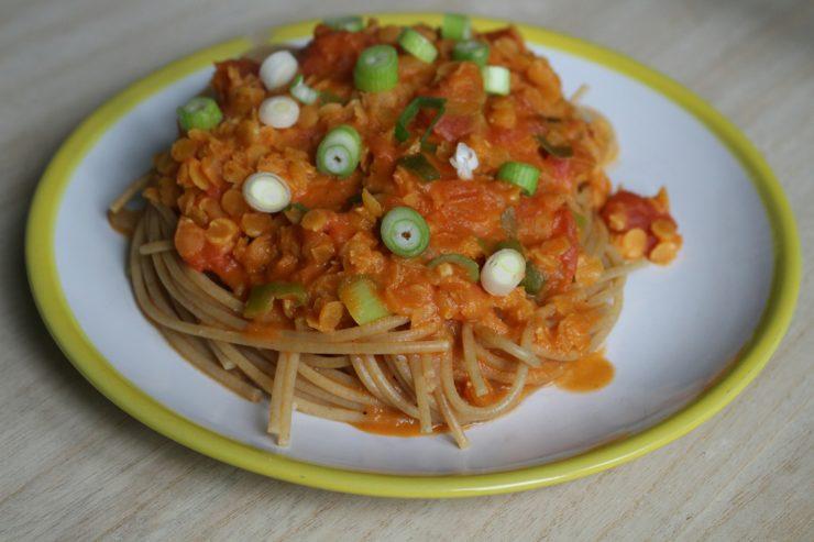 vegetarische Linsenbolognese mit Spaghetti