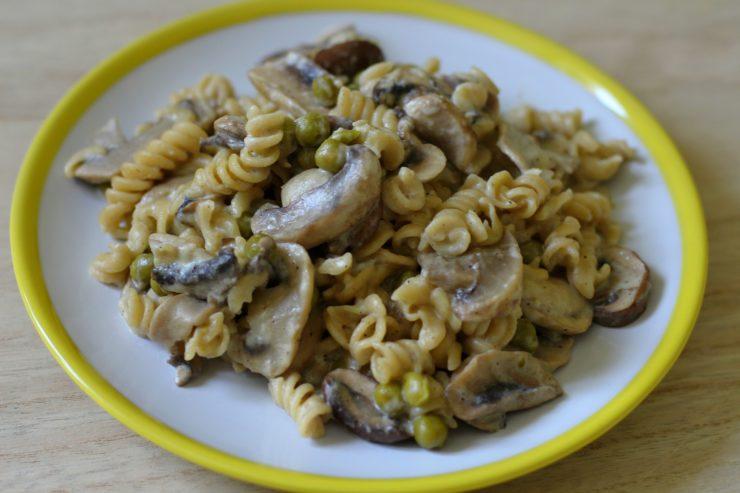 Nudeln mit Pilzen, Knoblauch und Crème fraîche