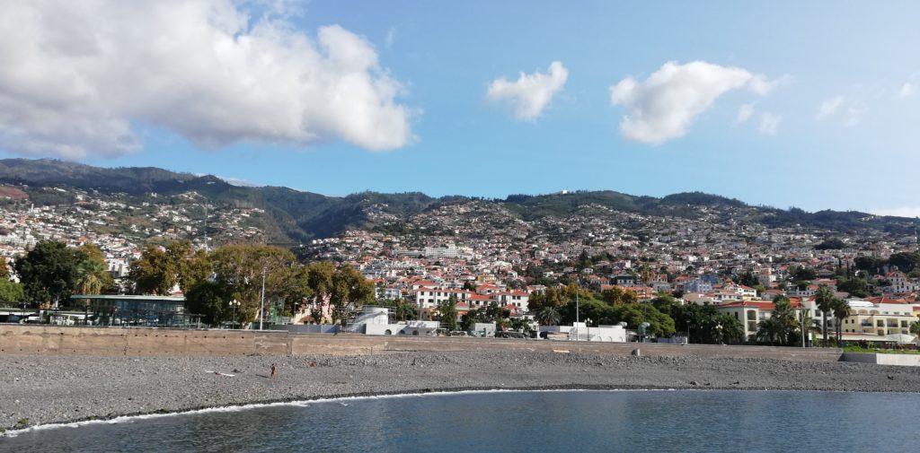 Praia do Almirante Reis (Beach)