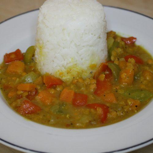 Curry mit Linsen, Süßkartoffeln und Reis