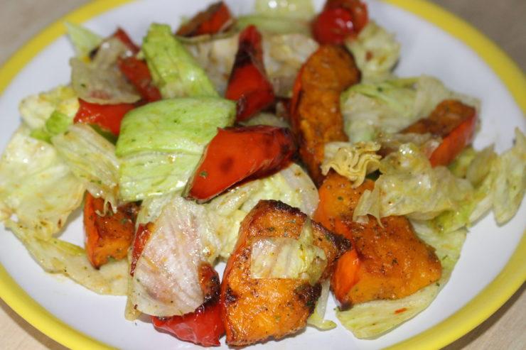 Salat mit Hokkaido und Paprika aus dem Ofen