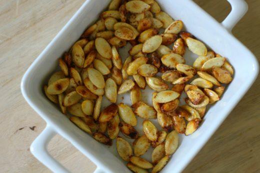selbst geröstete Kürbiskerne aus dem Ofen